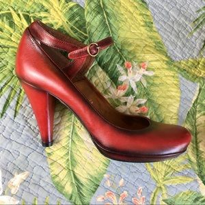 Beautiful red leather pumps, from Spain, dancing